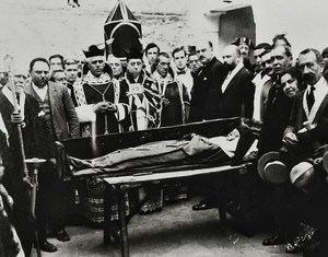 El cuerpo incorrupto de doña Teresa Enríquez expuesto al público en Torrijos, el 25 de octubre de 1926. (Foto: https://www.architorrijos.com/).