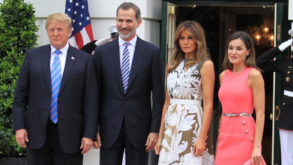 El presidente de Estados Unidos Donald Trump y el Rey Felipe VI con sus esposas en la Casa Blanca. (Foto: https://www.mundodeportivo.com/ / EFE)