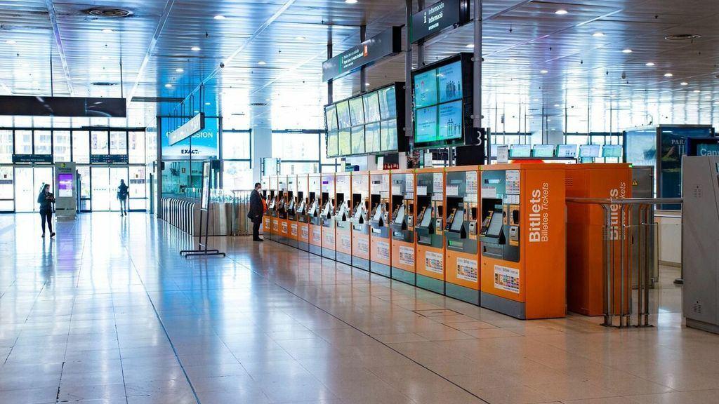 Vestíbulo de la Estación de Sants, Barcelona. (Foto: www.vozpopuli.com)