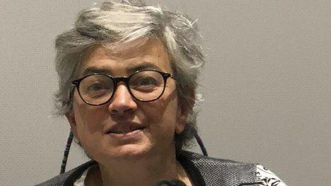 La señora Ana González, mayoral socialista de su cortijo de Gijón (o sea, su alcaldesa), corta los toros por lo sano al considerar impropios los nombres de alguno de los astados ('Feminista' y 'Nigeriano'). ¡Ea! (Foto: www.okdiario.com).