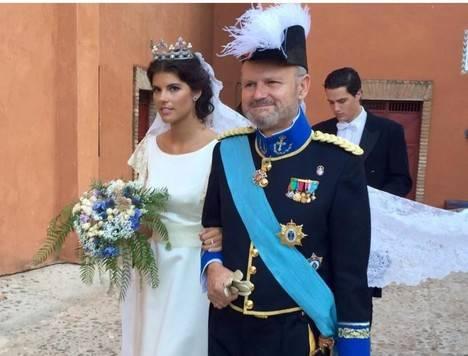 Mencía López-Becerra y de Casanova y su padre