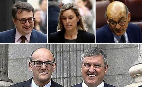 Los cinco diputados del PNV que con su abstención dejaron caer al Gobierno de Mariano Rajoy: Aitor Esteban, Idoia Sagastizabal y Mikel Legarda. Abajo, Joseba Andoni Agirretxea e Iñigo Barandiaran.(Foto: El Correo)
