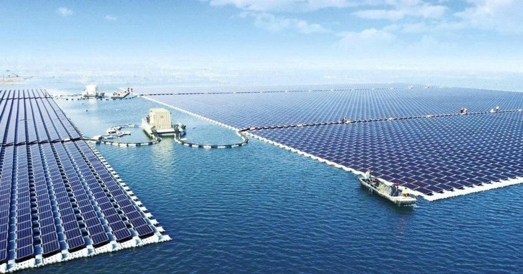 Huerto solar flotante construido por China sobre una mina de carbón abandonada. (Foto: Business Insider España).