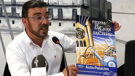 Pedro Llamas presentando el cartel de las pasadas Fiestas de San Juan