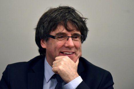 Un sonriente Puigdemont ilustra la noticia de su detención en el diario alemán Der Spiegel.