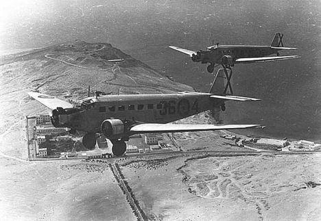 Avión de transporte Junker Ju 52, utilizado por las fuerzas paracaidistas españolas en la guerra de Ifni. (Foto: https://archivoshistoria.com/).