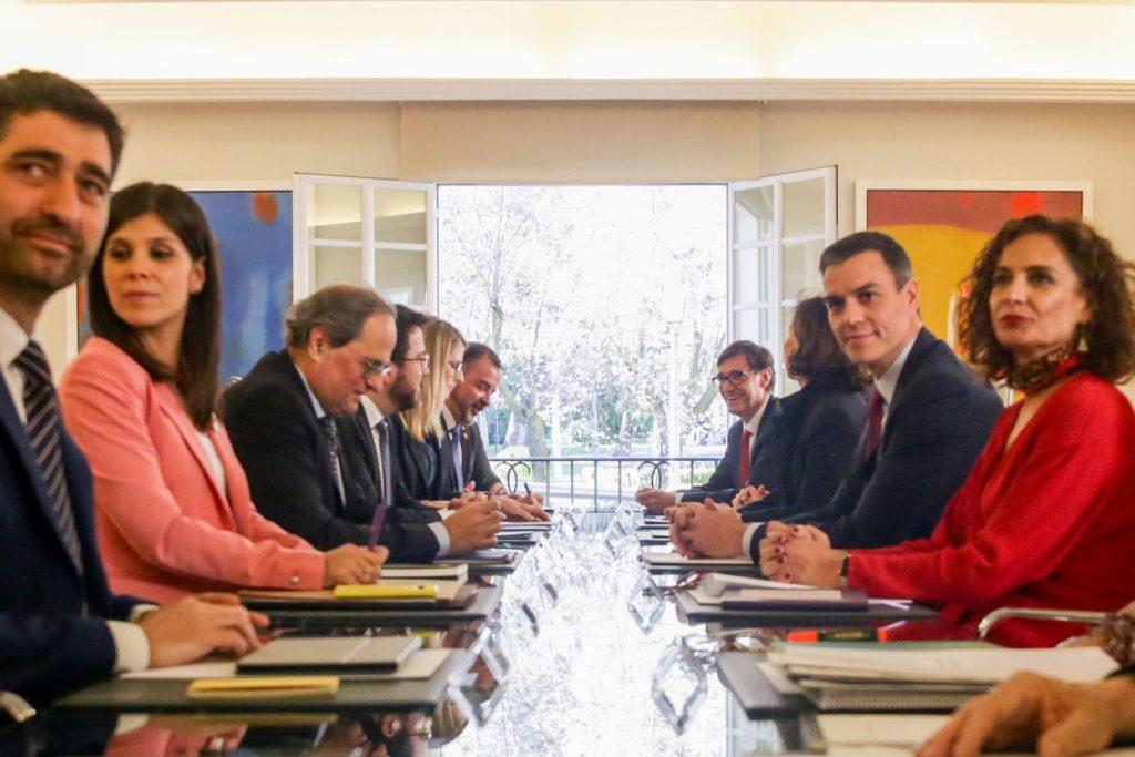 La sorprendente 'mesa de diálogo' entre el Gobierno de España y el independentismo catalán. (Foto: www.diarioabierto.es)
