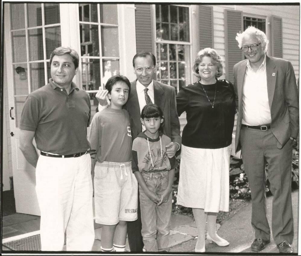 El autor Manuel Pastor con Alfonso Guerra y Bernie Sanders