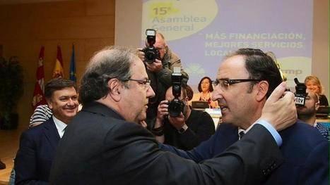 Juan Vicente Herrera felicita al nuevo presidente de la Frmp, Alfonso Polanco. ICAL