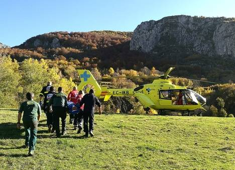 El GREIM de la Guardia Civil rescata montañero en Valverdín
