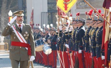 El Rey Felipe VI presidiendo el acto  celebrado en la Academia General Militar para conmemorar el 75 aniversario de la tercera época. (Foto: Casa Real).