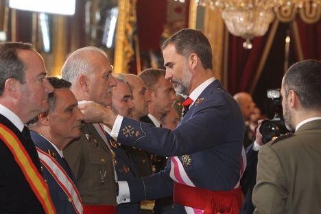 S.M. el Rey Felipe VI y mandos militares durante la Pascua Militar. (Foto: Casa Real).