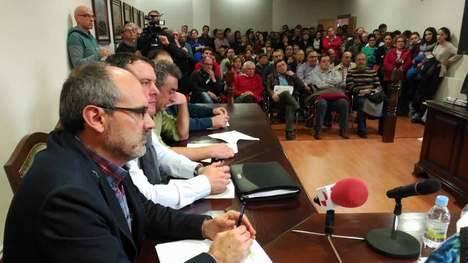 Pleno de Santa Marina del Rey en que se archivó la moción de censura. (Archivo: P.Ferrero / LNC)