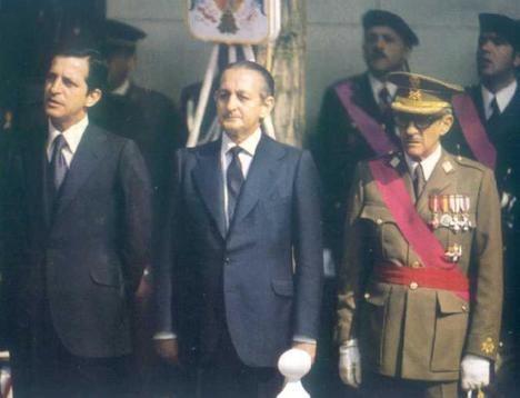 Torcuato Fernández Miranda entre el Presidente Adolfo Suárez y el General Gutiérrez Mellado