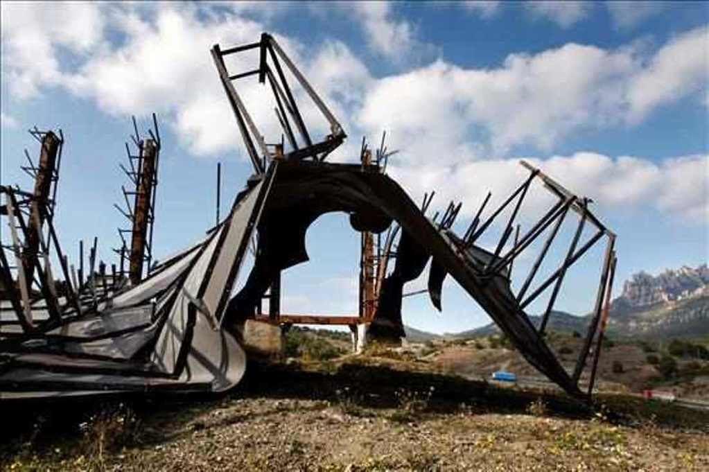 El último Toro de Osborne en Cataluña. (Foto: EFE).